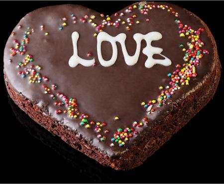 Шоколадный торт с сердечком