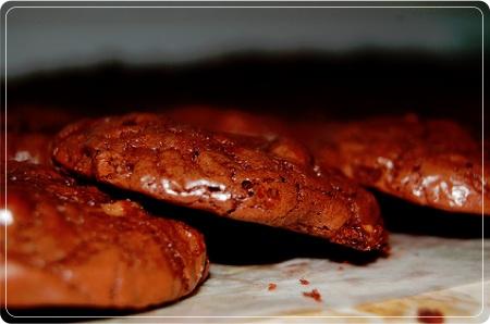 Шоколадное печенье с ирисом