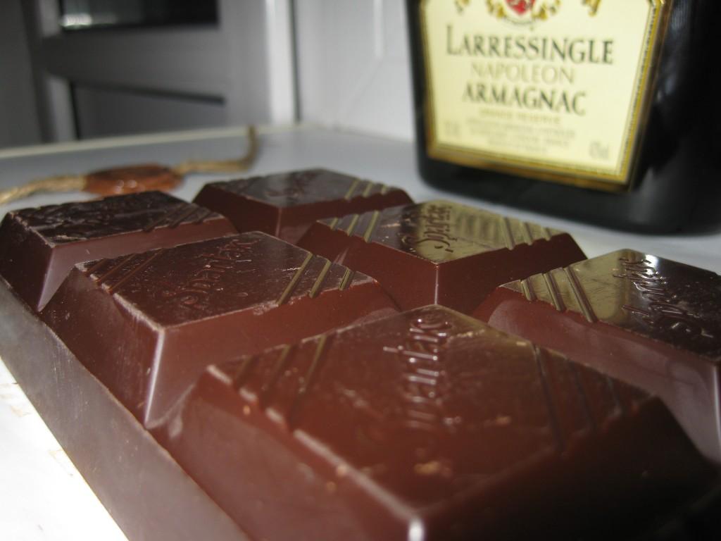 Шоколад и коньяк крупнее